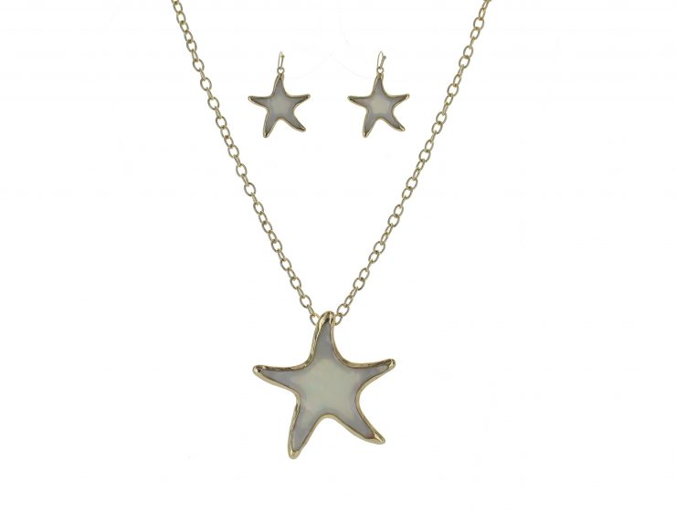 A photo of the Starfish Necklace product