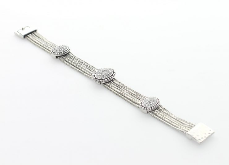 A photo of the Magentic Link Bracelet product