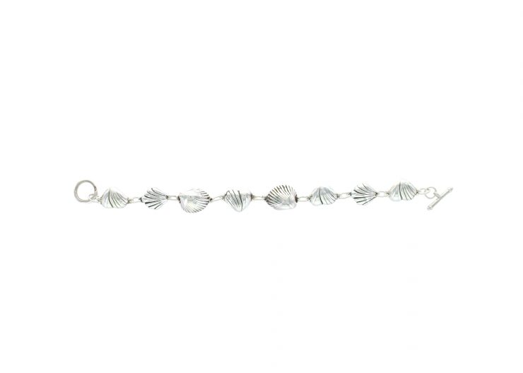 A photo of the 925 Sterling Silver Shell Bracelet product