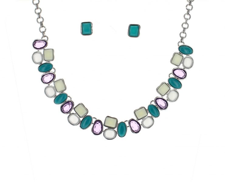 A photo of the Purple & Teal Obssesion Necklace product