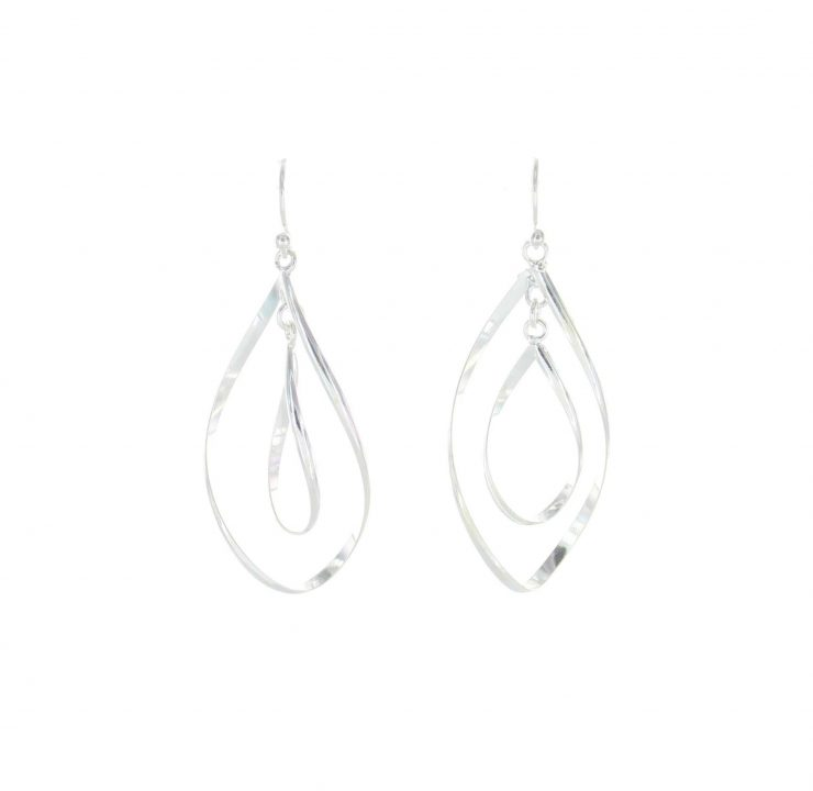 A photo of the 925 Sterling Silver Dangle Earrings product