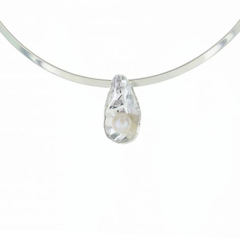 delicate_mother_pearl_pendant