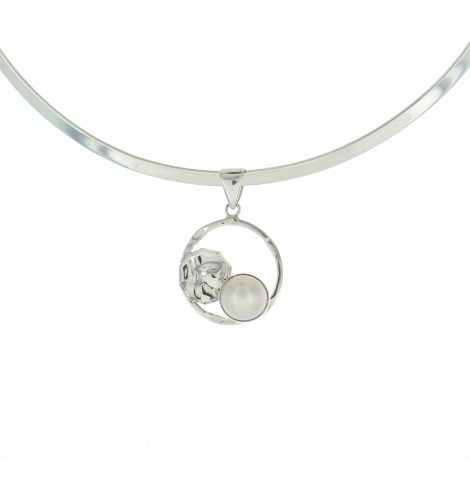 round_mother_pearl_circle_pendant