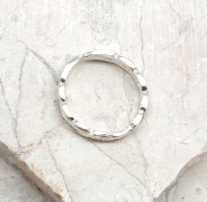 A photo of the The Chain Toe Ring product