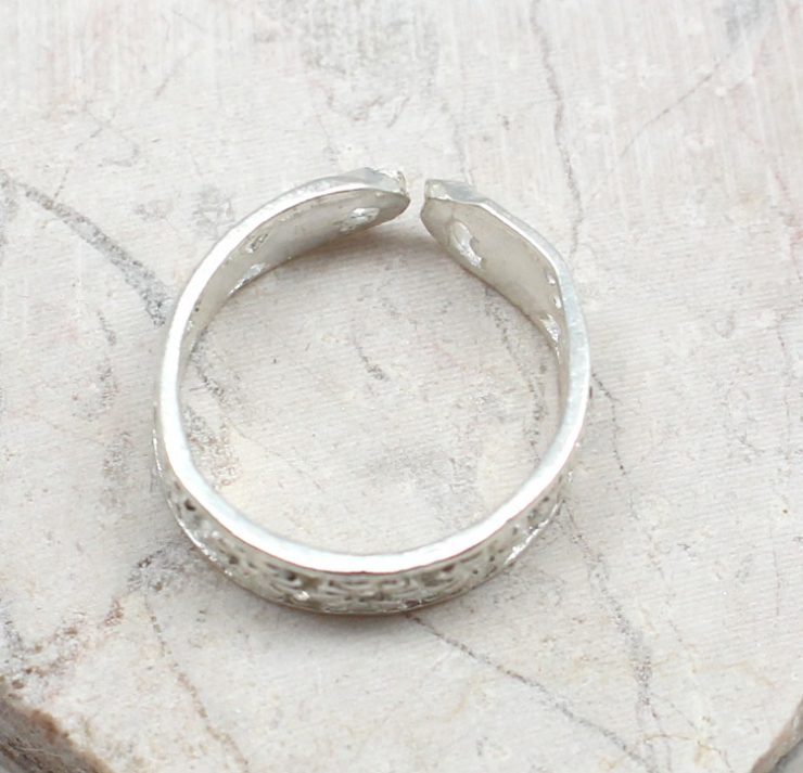 A photo of the The Daisy Toe Ring product