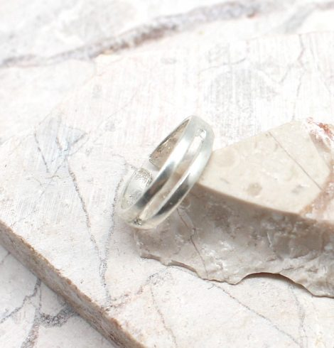 A photo of the Simple Lines Toe Ring product