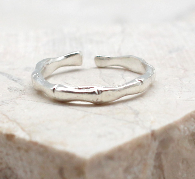 A photo of the The Branch Toe Ring product