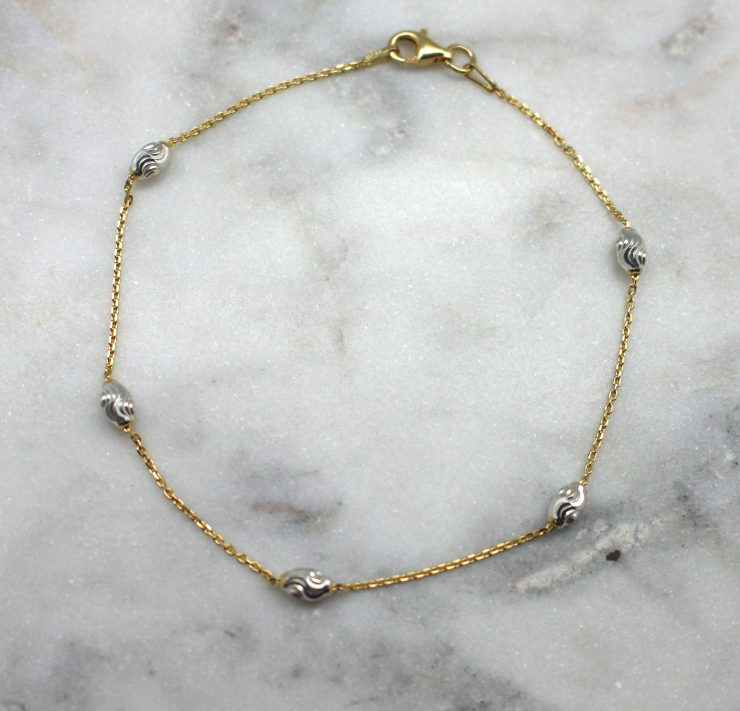 A photo of the Gold Wave Runner Anklet product