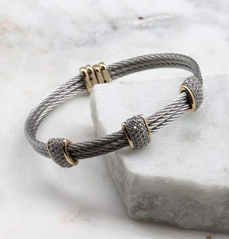 A photo of the 3 Beads 3 Cables Bracelet product