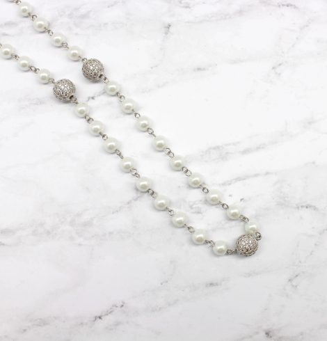 A photo of the Glitz and Pearl Necklace product