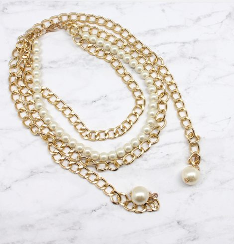 A photo of the Pearly Chic Necklace product