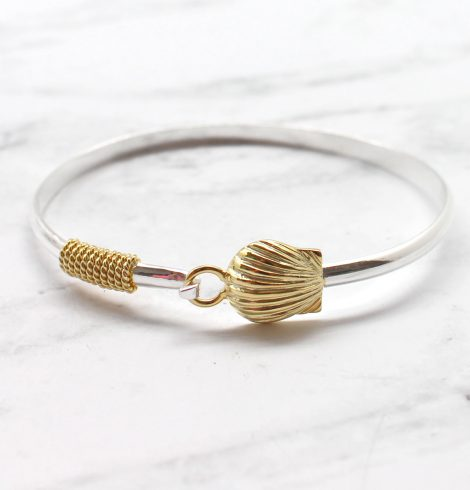 A photo of the Scallop Bangle product