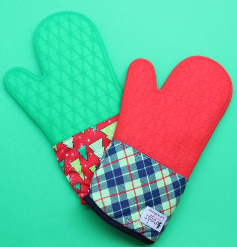 A photo of the Christmas Oven Mitt product