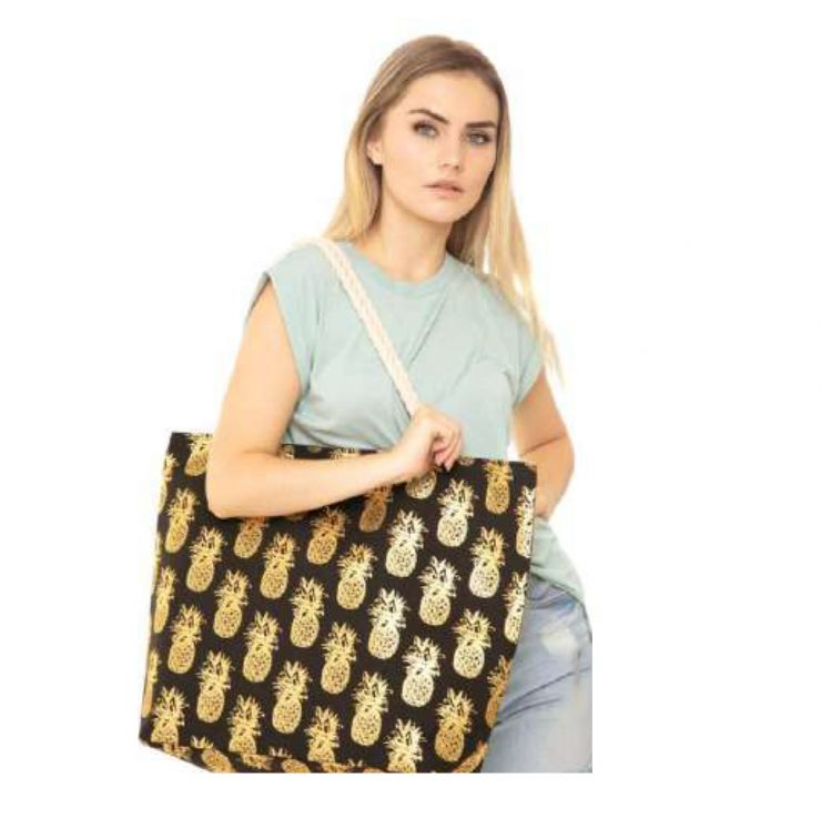 A photo of the Rope Pineapple Tote product