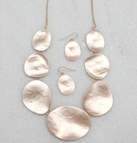 A photo of the Matte Plate Necklace product