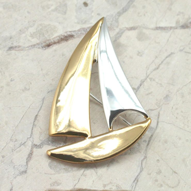 A photo of the Sailboat Pendant product