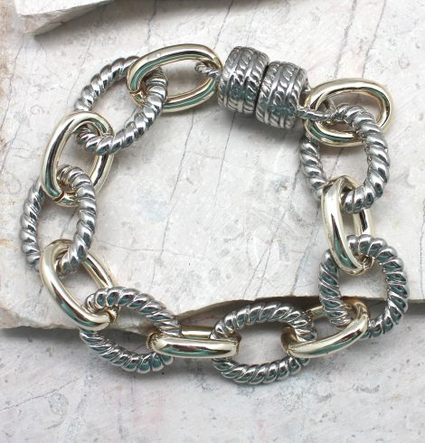 A photo of the Textured Chain Link Magnetic Bracelet product