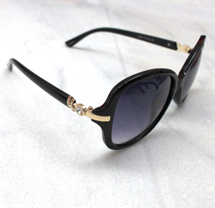 A photo of the Fashion Sunglasses product