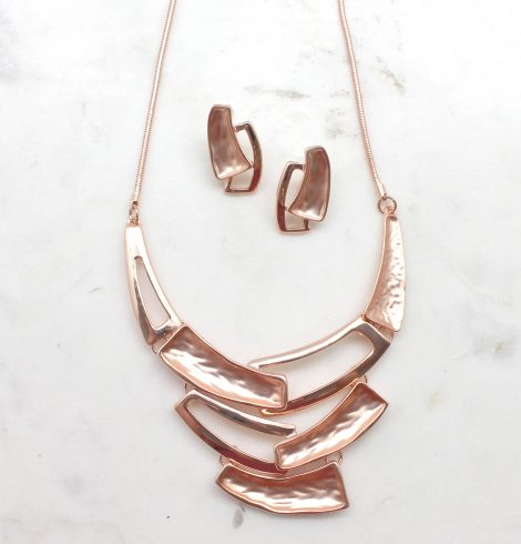 A photo of the Layers Necklace product