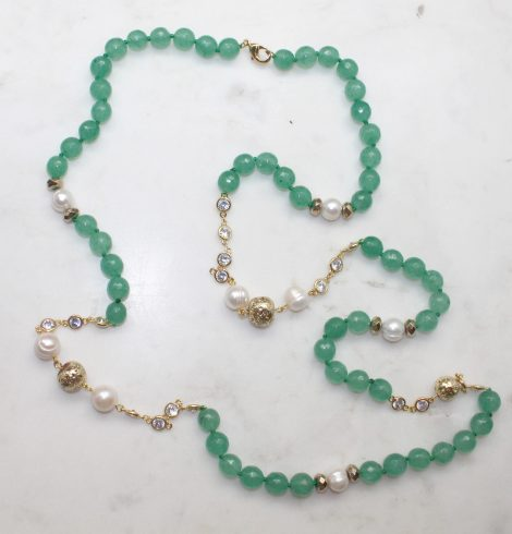 A photo of the Mie Necklace product