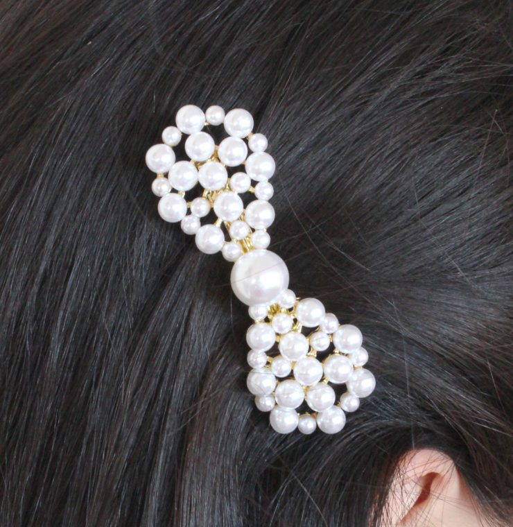 A photo of the Pearl Bow Clip product
