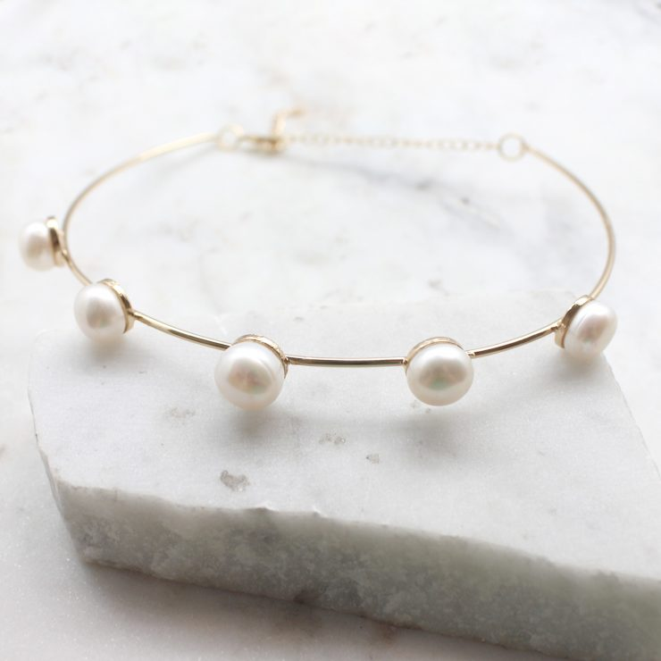 A photo of the Glimmer Choker product
