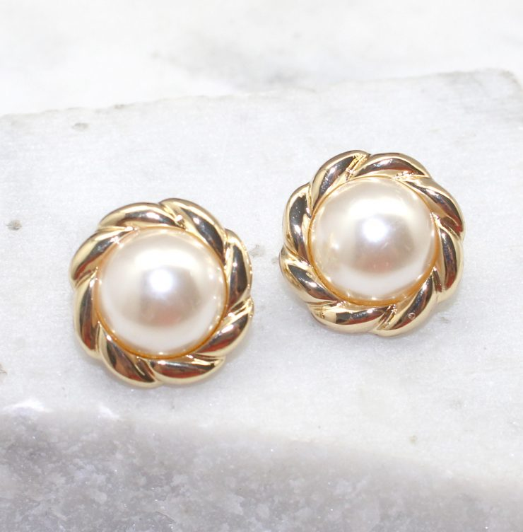 A photo of the Pearl Clip On Earrings product