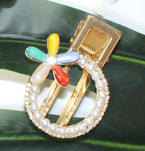 A photo of the Multi Color Flower Pearl Clip product