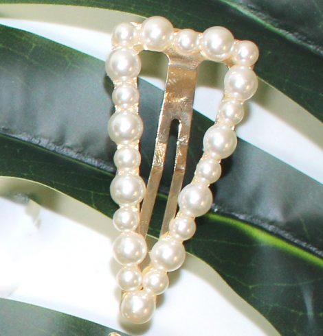 A photo of the Pearl Triangle Snap Barrette product