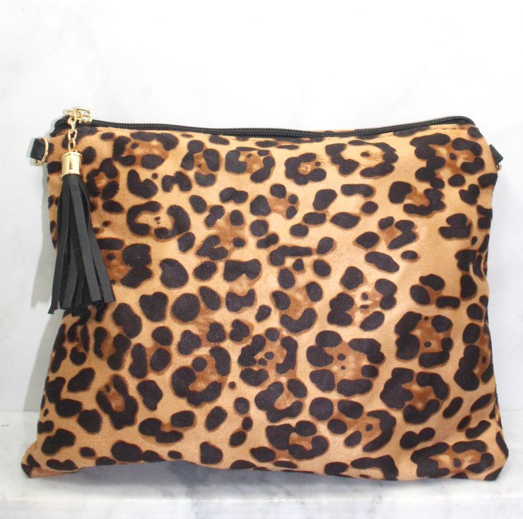 A photo of the Leopard Cross Body Purse product