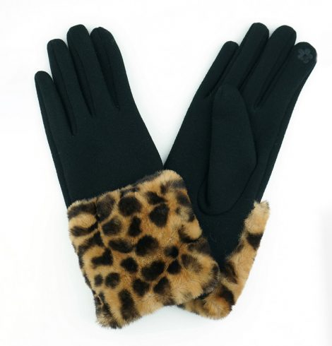 A photo of the Leopard Gloves product