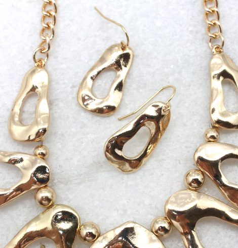 A photo of the Lillian Necklace in Three Tone product