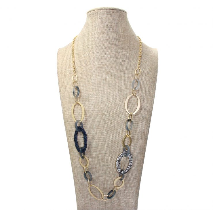 A photo of the Bay Blue Necklace product