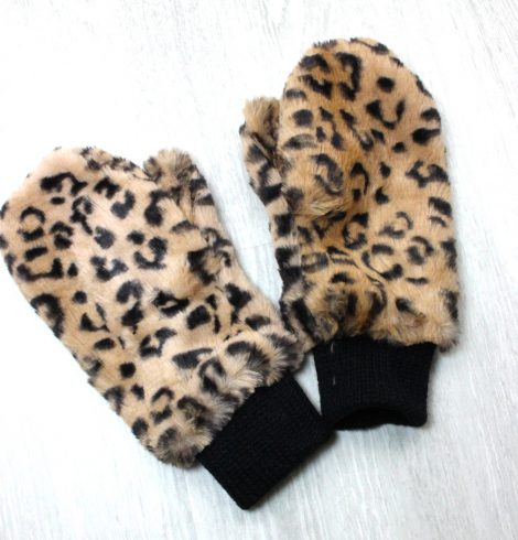 A photo of the Leopard Mittens product