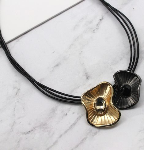 A photo of the Wavy Floral Necklace product
