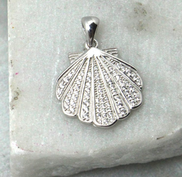 A photo of the Scallop Pendant product
