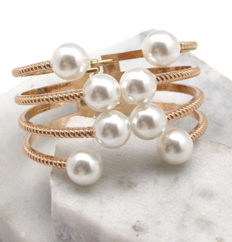 A photo of the Sparkling Pearl Bracelet in Silver product