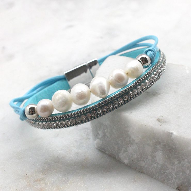 A photo of the Pearly Bracelet product