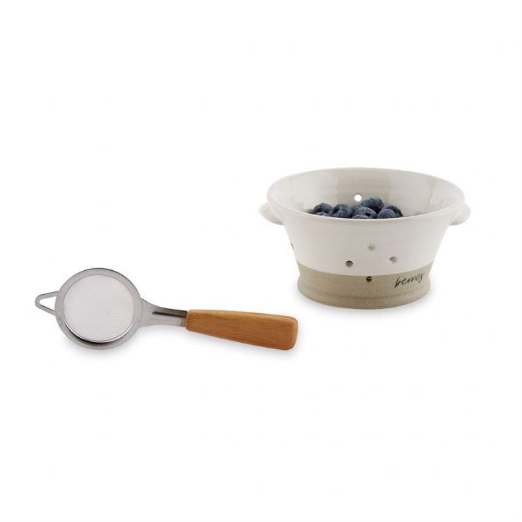 A photo of the Stoneware Berry Bowl Set product