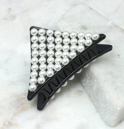A photo of the Triangle Pearl Claw Clip product
