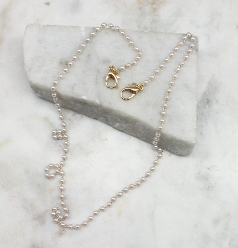 A photo of the Pearl Mask Chain product