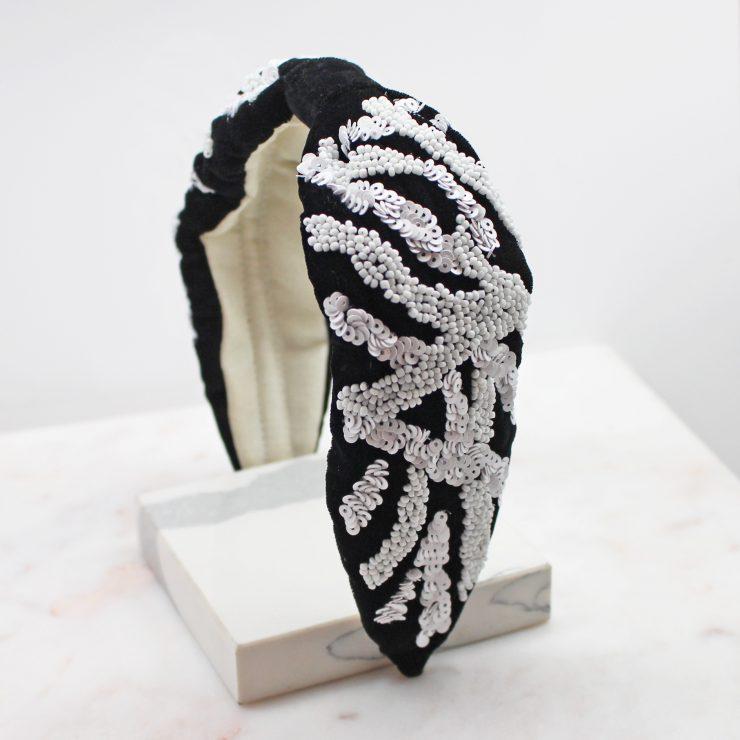 A photo of the Black & White Beaded Headband product